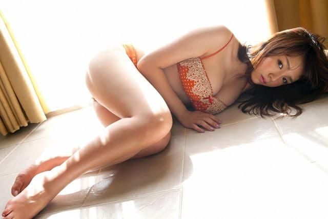 shinozaki_ai_youngsundayweb_3_24