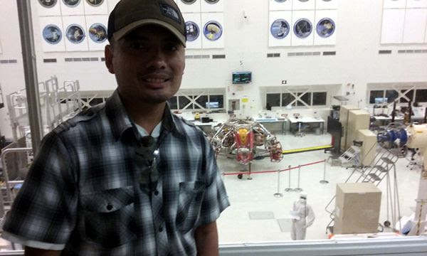 Posing with the Mars 2020 descent stage behind me inside the Spacecraft Assembly Facility...at Explore JPL on June 9, 2018.
