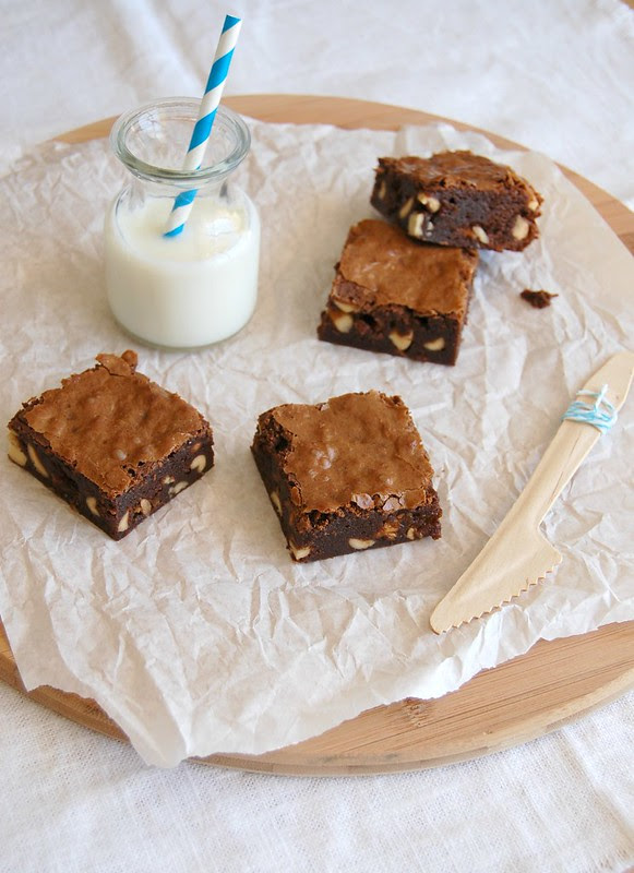 Salty nougat fudge brownies / Brownies com amendoim e Snickers