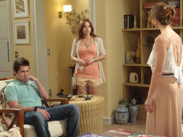 Débora chega no apartamento já sabendo que vai tomar bronca... (Foto: Malhação / TV Globo)