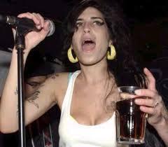 Cantora britânica Amy Winehouse morre em Londres