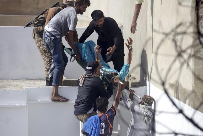 MUNDO -  Avião cai em área residencial do Paquistão com mais de 100 pessoas a bordo