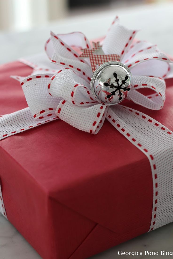 GEORGICA POND gift wrapping