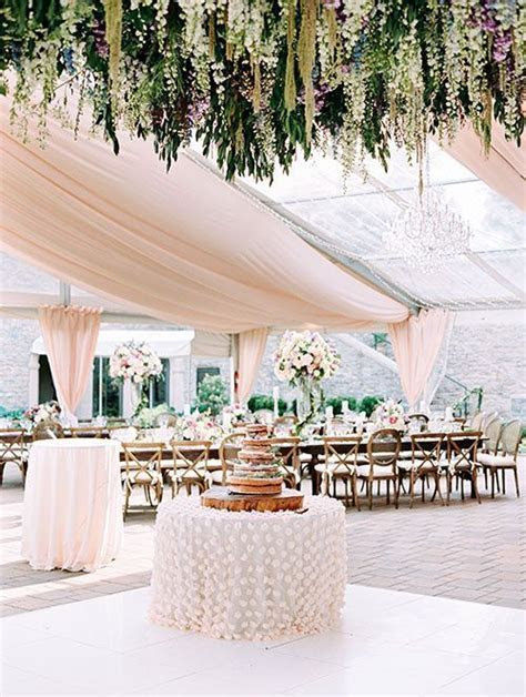 Flower loving brides, take note! This reception is about