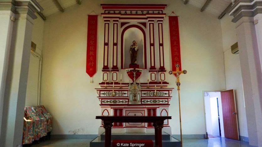 Nhà nguyện trên đảo là một trong những nhà nguyện Thiên chúa giáo cổ nhất ở Hong Kong