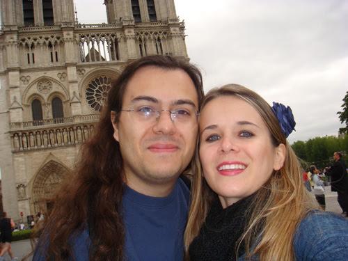 ila fox e ricbit foto na frente Catedral de Notre Dame em Paris 2009