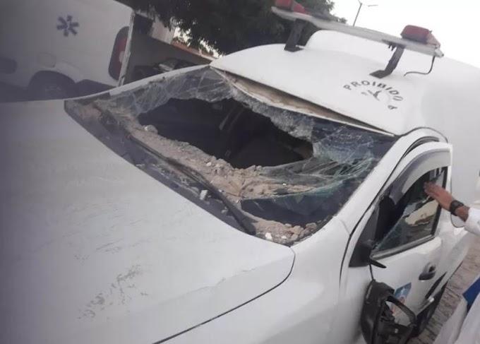Muro de hospital desaba após ser atingido por ambulância em Aiuaba-CE