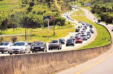 A obra da rodovia no trecho que vai do Recife a Caruaru será licitada como obra pública e terá versão mais enxuta (DP/ D.A.Press/Arquivo)
