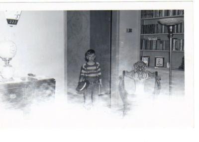 http://cdn-5.ghostsandstories.com/images/the-santa-chair-21331317.jpg