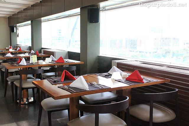 F Restaurant Seating