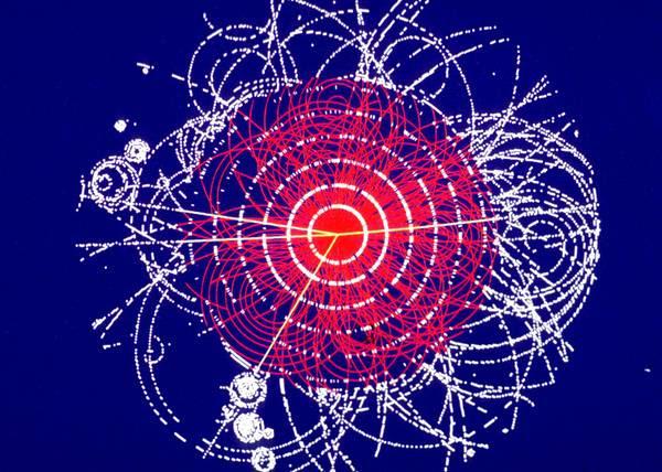 Tracce di particelle ottenute in una simulazione nell'esperimento Atlas (fonte: CERN)