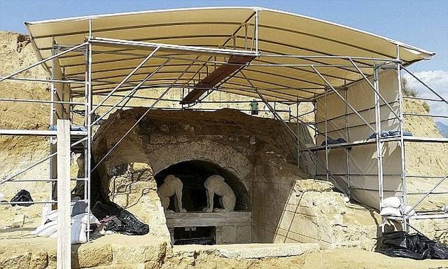 Entrada de la tumba de Anfípolis.