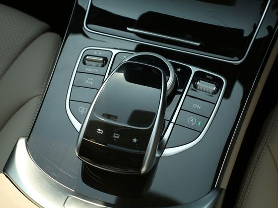 Touch-pad and Agility Controls of the new 2015 Mercedes-Benz C-Class