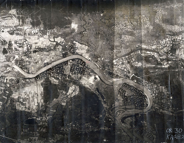 http://upload.wikimedia.org/wikipedia/commons/thumb/0/08/Usaf_recon_cam_lo_river.jpg/773px-Usaf_recon_cam_lo_river.jpg