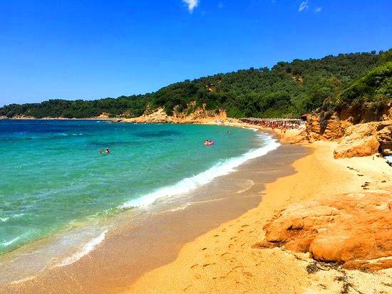 Οι 3 ωραιότερες παραλίες γυμvιστών στην Ελλάδα (Pics)