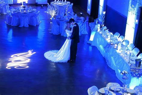 7 Royal Blue Wedding Decorations For A Truly Regal Look