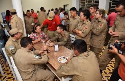 Incêndio sob controle: em Patu, governadora visita posto de comando da Operação Santuário do Lima