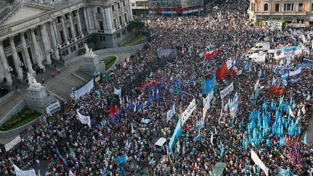 Según los organizadores, unas 20.000 personas se congregaron ayer