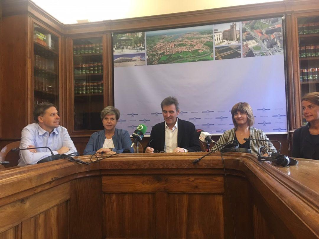 El PNV de Irun comparece en rueda de prensa para pedir la dimisión de Santano