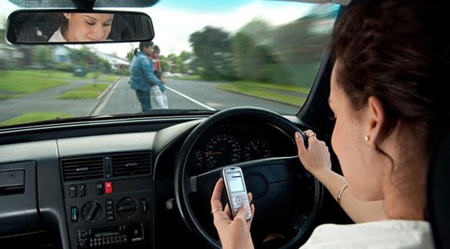 O que pior digitar conduzindo ou beber e conduzir