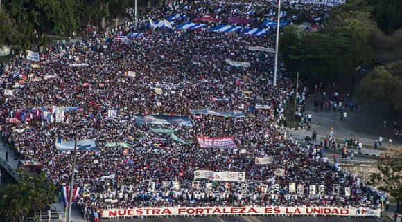 A las 7:30 am comenzó el desfile en la capital cubana. Foto: L Eduardo/ Cubadebate.