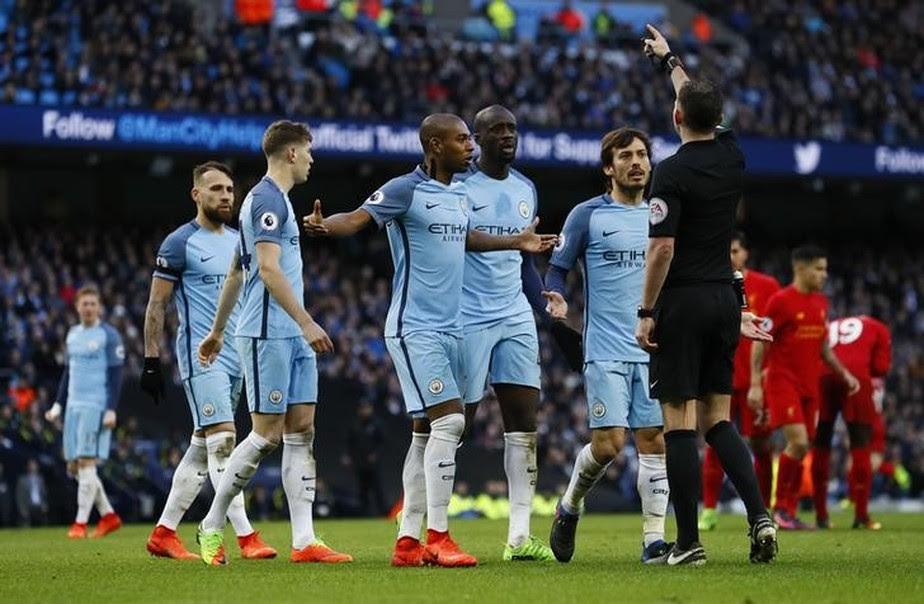 Manchester City é multado em R$ 137 mil por reclamar de pênalti marcado