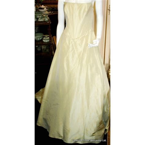 Top Quality Suzanne Neville Wedding Dress Worn Once Cost £3500