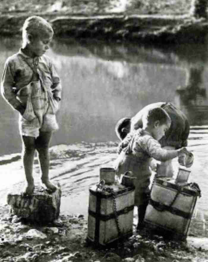 Το νερό στα παλιά χρόνια: Η μεταφορά με την στάμνα και το γαϊδούρι, το πηγάδι και οι βρύσες του χωριού!
