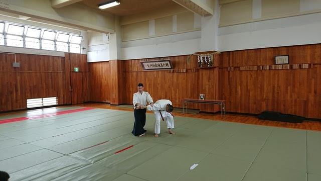 正面打ち二ヶ条抑え(一)2.JPG