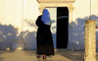 Comunidades religiosas, entre la hystoria y el saber sobre el goce