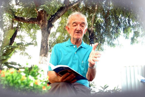 Morre, aos 85 anos, o poeta e pesquisador Deífilo Gurgel, o homem que, com seriedade e abnegação, dedicou sua vida às pesquisas das danças populares e romanceiros de origem medieval.