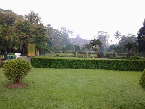 Поглед от хотела към Борободур