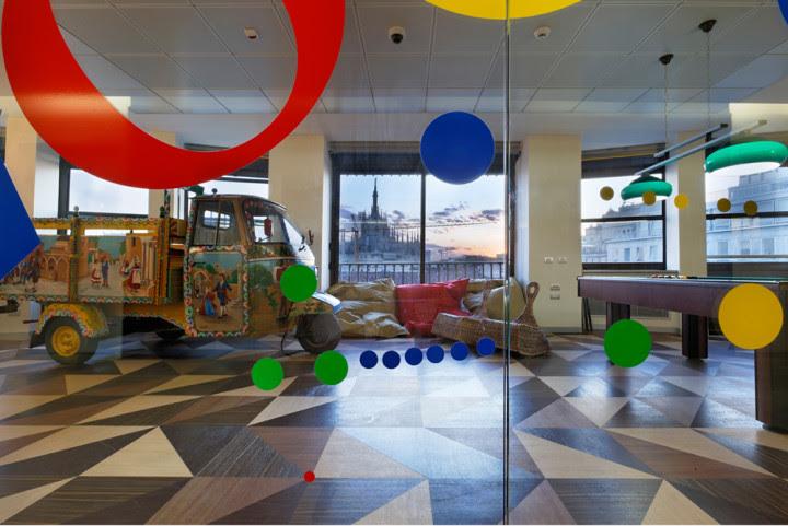 La oficina de Google en Milán.  Foto por Bepe Raso, a través archdaily.com.