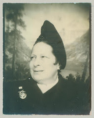 Photobooth woman with hat