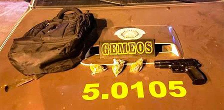 A ação apreendeu drogas e arma falsa. - Foto: Divulgação | Polícia Militar