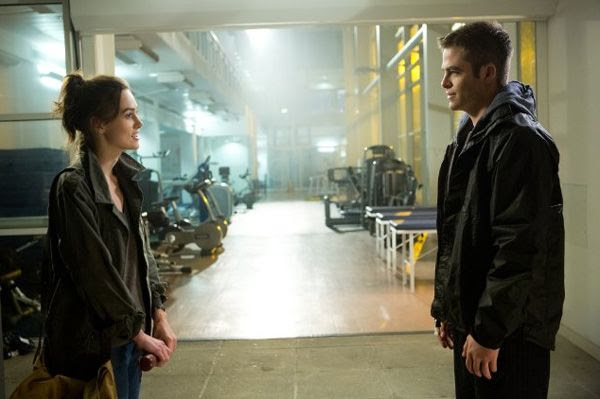 Cathy Muller (Keira Knightley) and Jack Ryan (Chris Pine) are introduced to a life of espionage in JACK RYAN: SHADOW RECRUIT.