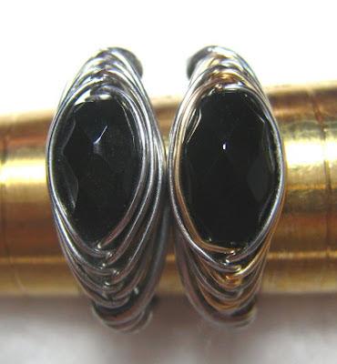 Close up of Two tone herringbone weave ring with black onyx