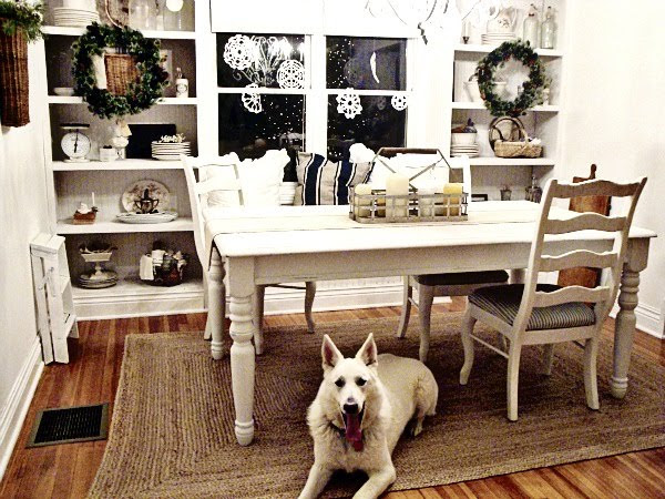 Dining Room Christmas Decor Ideas | InteriorHolic.