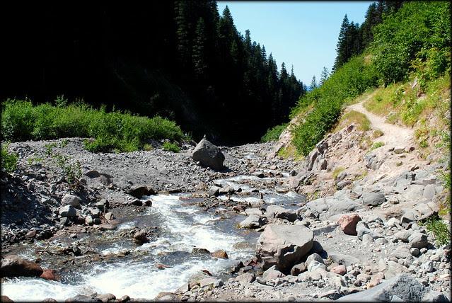 Bridgeless crossing of Zigzag River