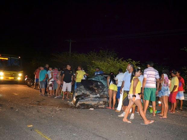 Acidente aconteceu próximo a Alto do Rodrigues na noite deste domingo (29) (Foto: Francisco de Assis de Souza Martins/ Blog Falando Irreverente)