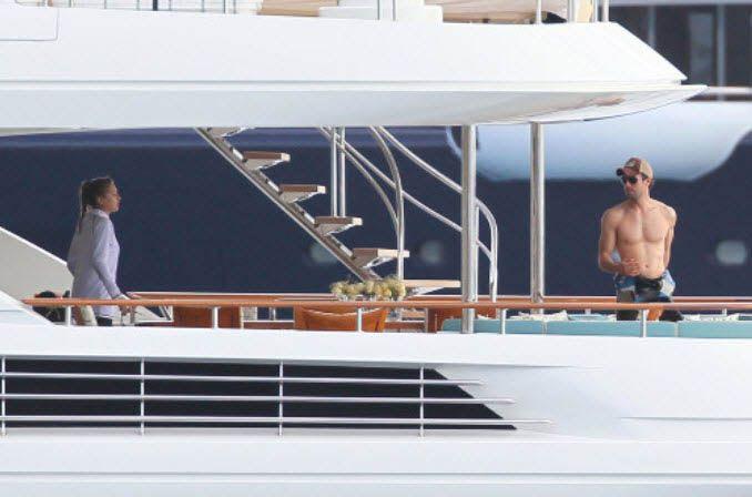 Shirtless Enrique Iglesias Flaunts Impressive Abs in St