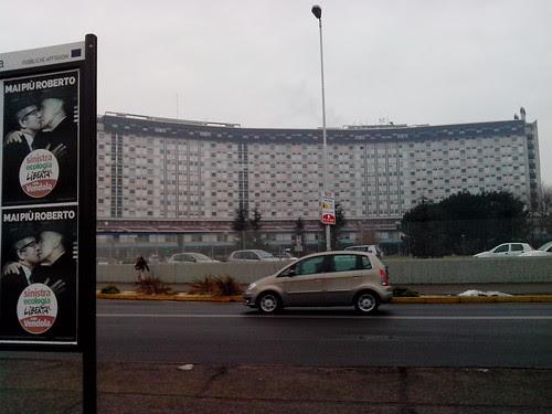 "Manifesti ""allegri"" davanti all'ospedale by Ylbert Durishti"