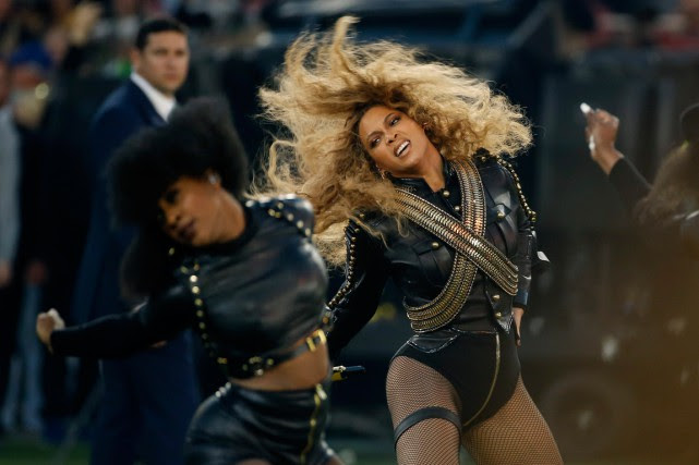 Beyoncé a participé au spectacle de la mi-temps... (PHOTO MATT SLOCUM, ARCHIVES AP)