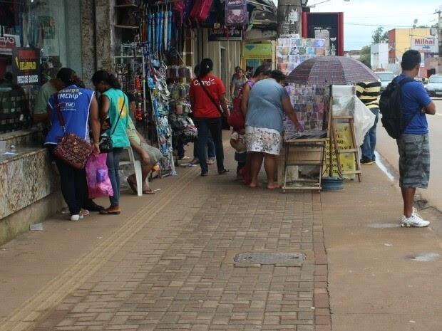 Prefeitura anuncia que vai retirar ambulantes e comerciantes de locais proibidos