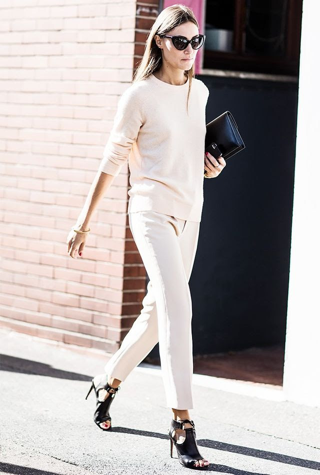 A blush pink monochrome look gives off a polished and sleek vibe.