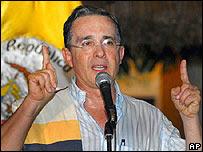 Álvaro Uribe responde a Chávez desde Calamar el 25 de noviembre