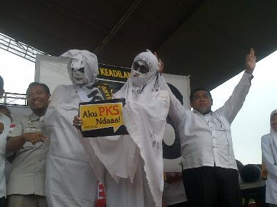 Pocong dan Kuntilanak Peragakan Nyoblos di Kampanye PKS