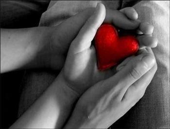 cuore in mano.jpg