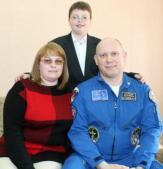 Космонавт-испытатель со своей сестрой и племянником