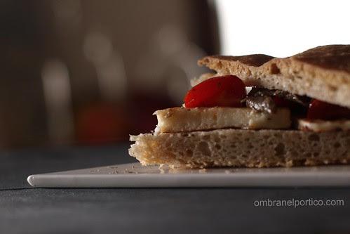 Focaccia di Corrado Assenza con formaggio Halloumi alla piastra